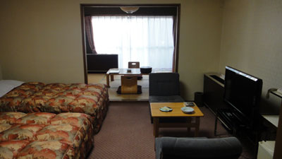 blog11.12.20hotelpowellroom.jpg