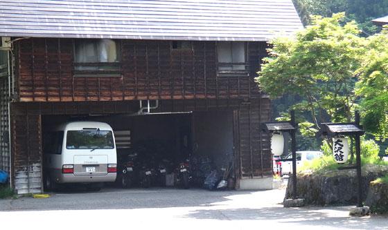 blog13.5.26ohsawagarage.jpg